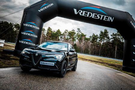 624a6c0d11748 Spoločnosť Apollo Vredestein predstavila prvú celoročnú pneumatiku pre  vysoko výkonné automobily pod názvom Quatrac Pro. Uvedenie celoročnej  pneumatiky ...